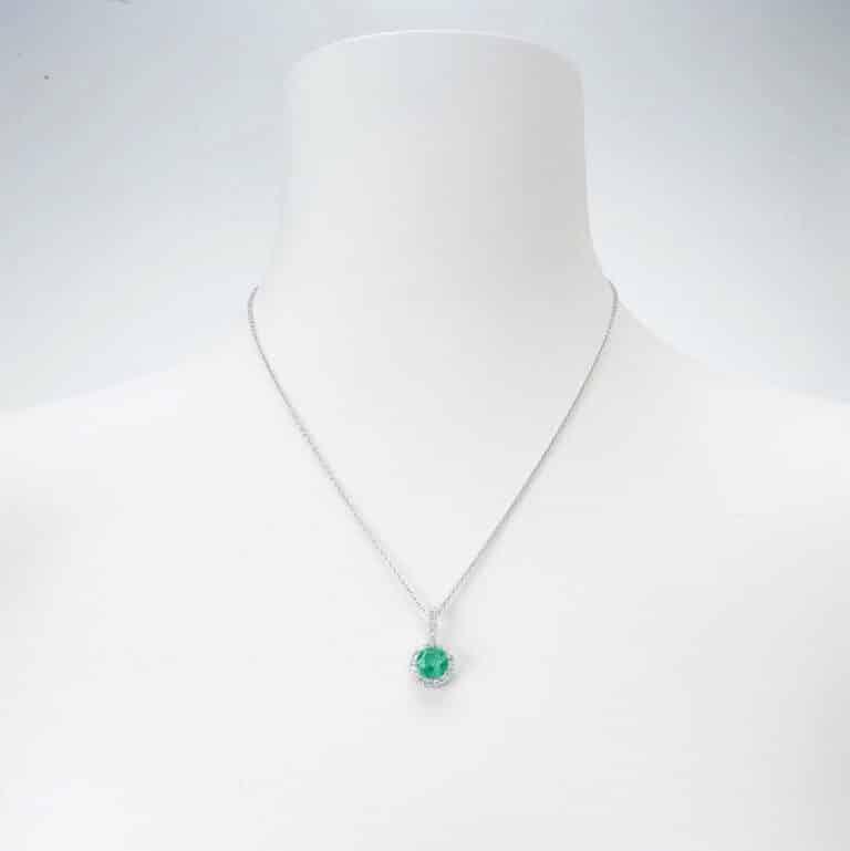 Collana girocollo ciondolo smeraldo