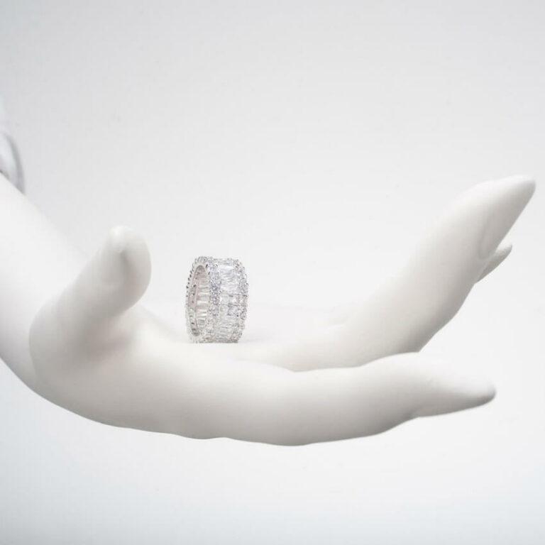 anello fascia zirconi argento