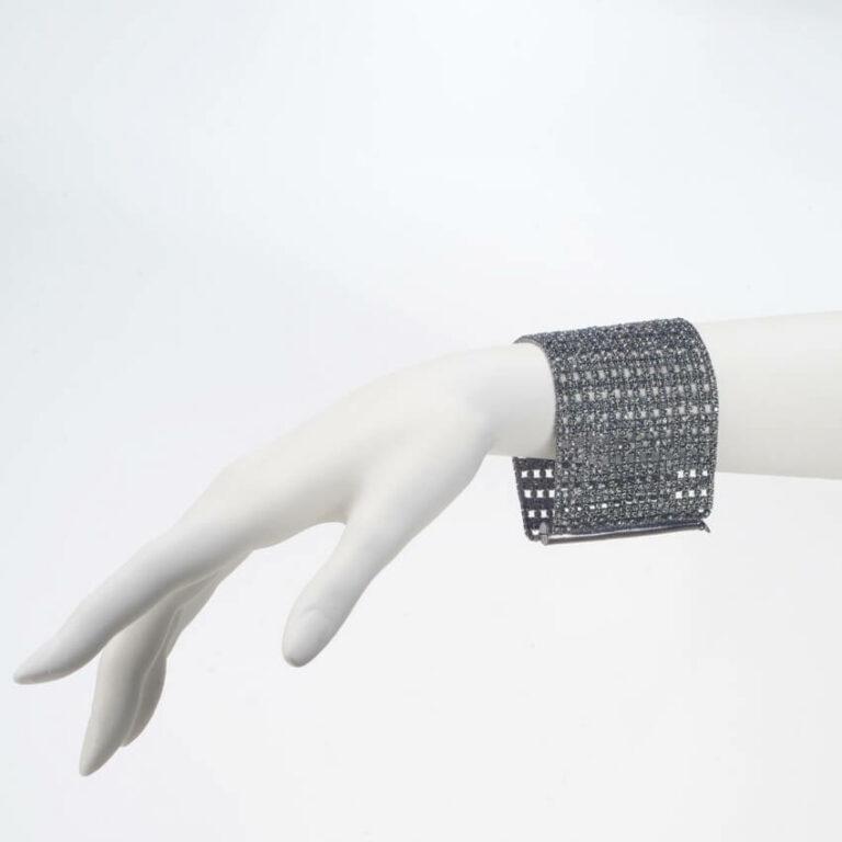 bracciale metallo brunito cristalli grigi