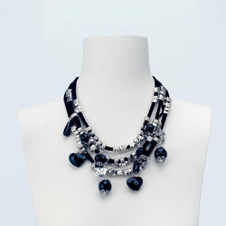 collana girocollo argento ciondoli neri
