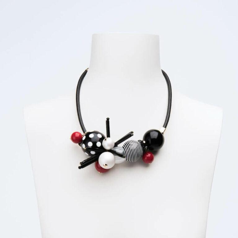 collana girocollo nero bianco rosso