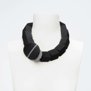 collana girocollo nero bianco
