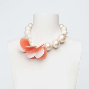 collana girocollo petali bianchi rosa pesca