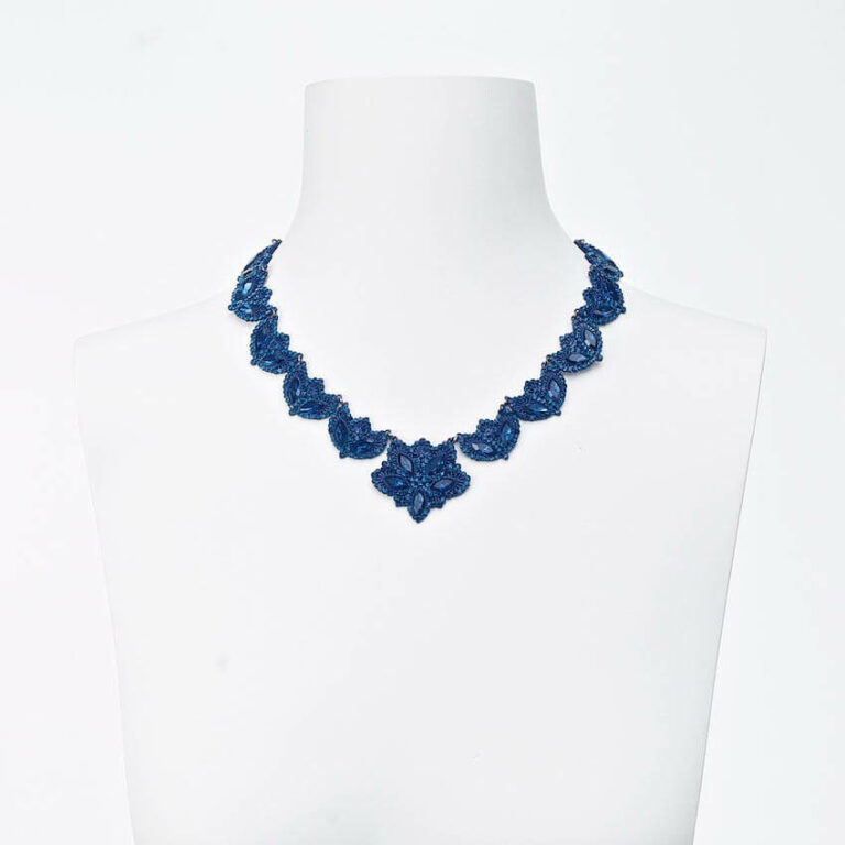 collana girocollo pizzo blu