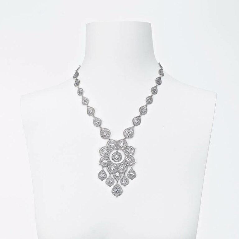 collana girocollo ricamo argento strass