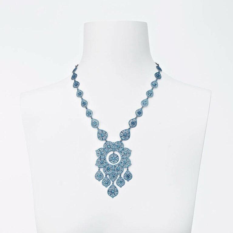 collana girocollo ricamo blu strass