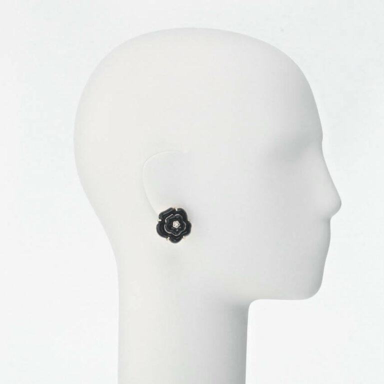 orecchino clip camelia nera