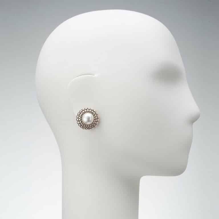 orecchino clip perla modello chanel oro