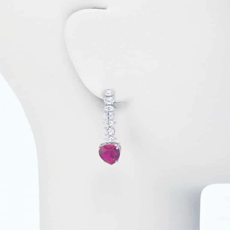 orecchino perno pendente zirconi cuore rosso rubino