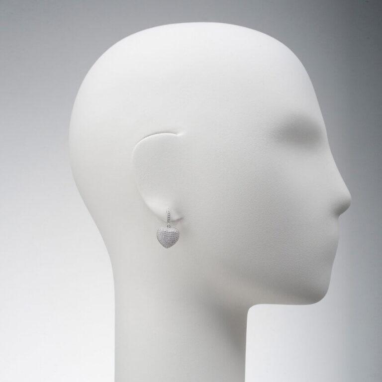 orecchino perno pendente cuore pavé