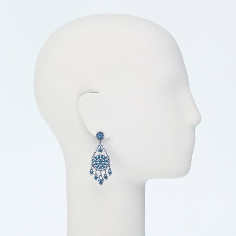 orecchino perno ricamo cristalli blu