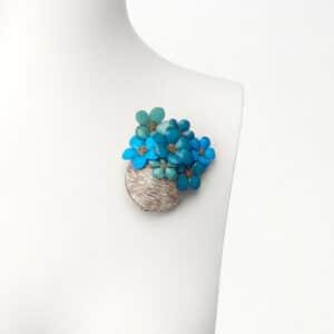 spilla vaso fiori azzurro