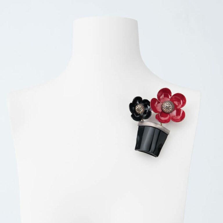 spilla vaso fiori rosso nero