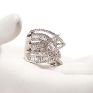 Anello a fascia modello gomitolo in argento e zirconi