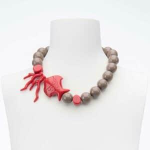 Collana girocollo pesce rosso