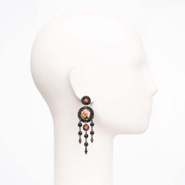 Orecchino chandelier a perno cristalli neri e corallo