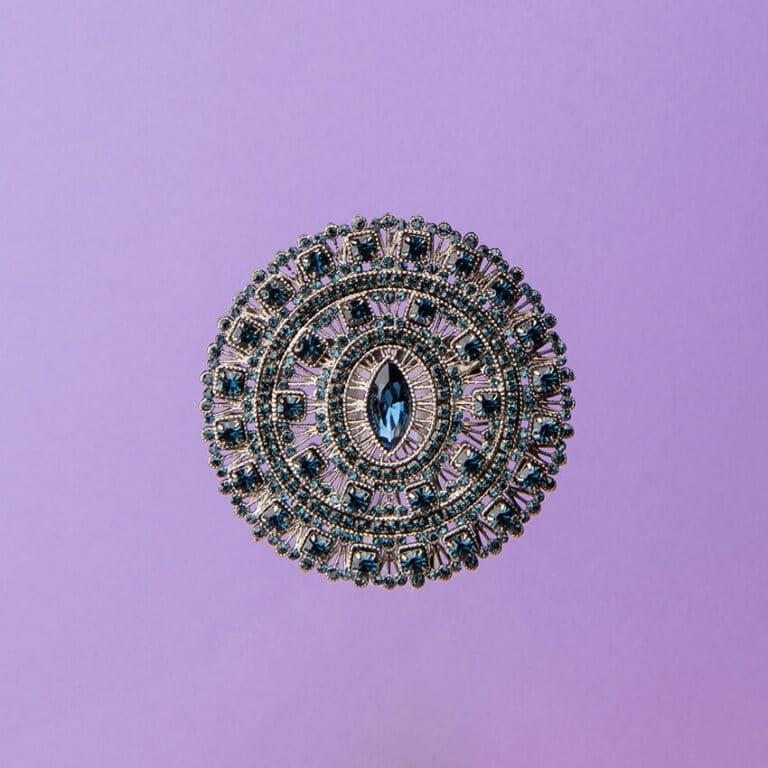 Spilla arabesco cristalli grigi argento blu 3