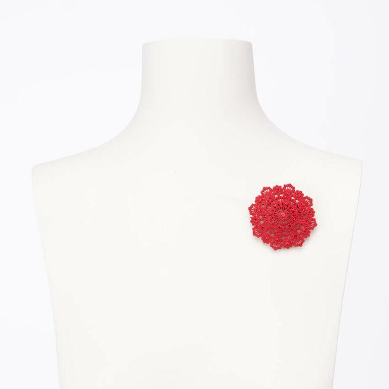 Spilla-motivo-arabesco-cristalli-rossi-2