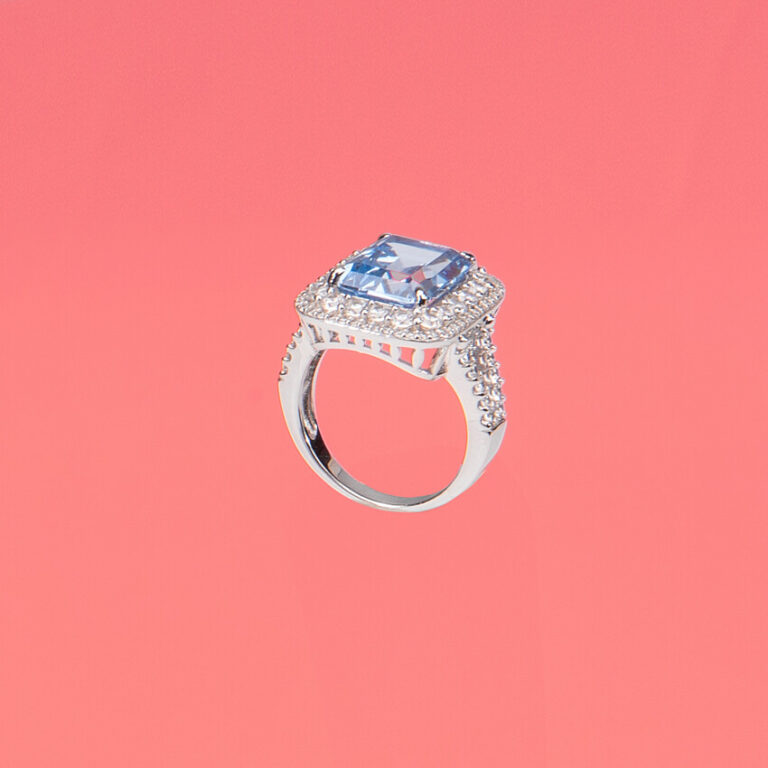 Anello pietra centrale acqua marina taglio smeraldo 1