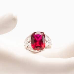 Anello pietra centrale color rubino zirconi marquise 1