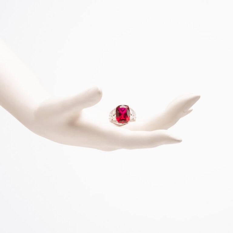 Anello pietra centrale color rubino zirconi marquise 2