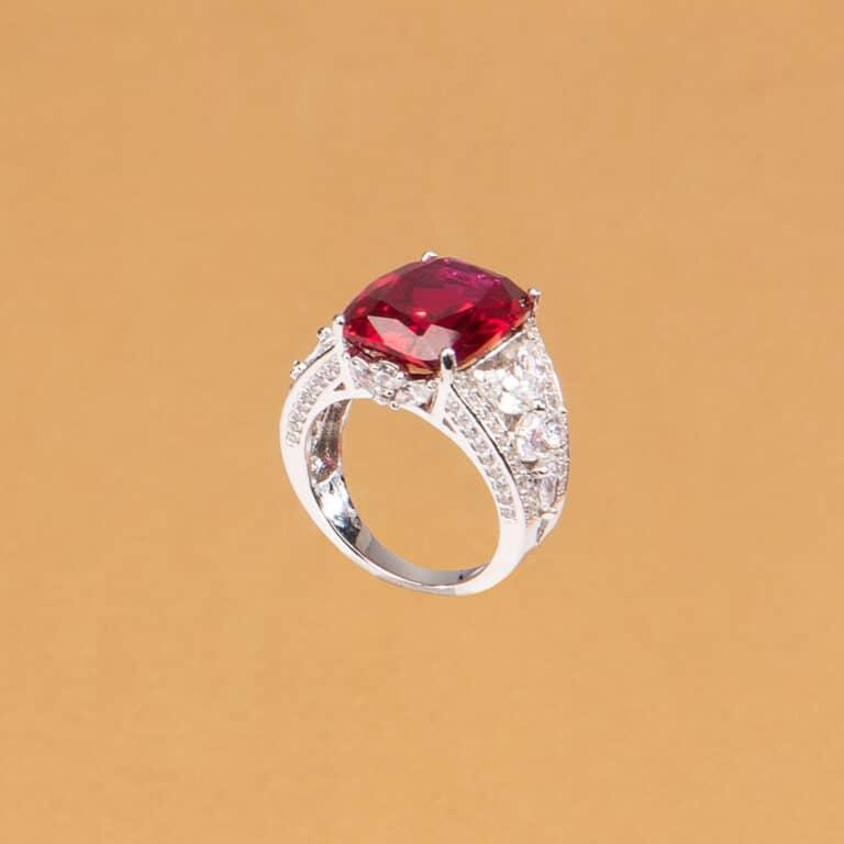 Anello pietra centrale color rubino zirconi marquise 4