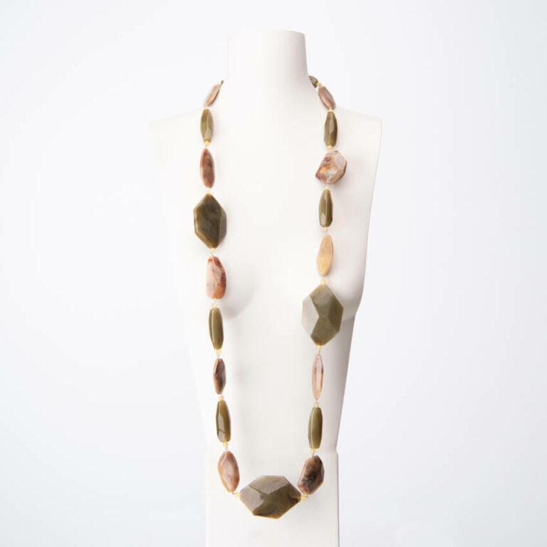 Collana lunga elementi resina beige 2