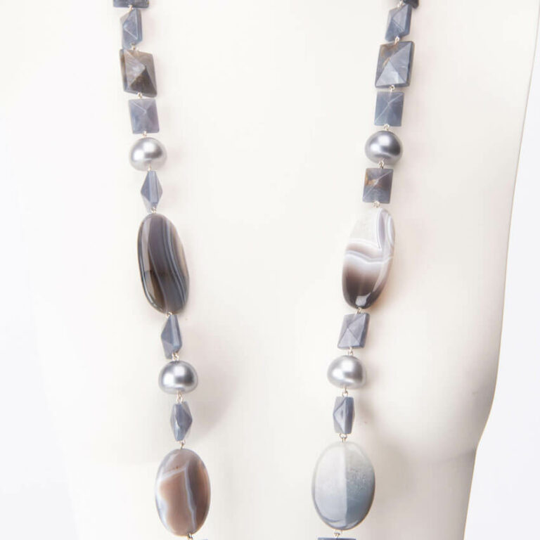 Collana lunga resina perle grigie pietra dura
