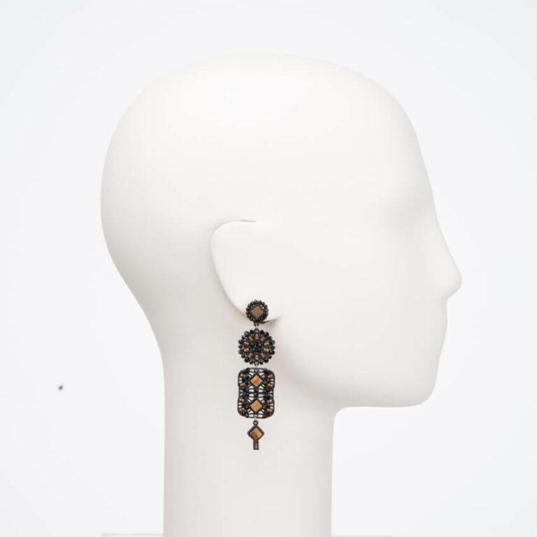 Orecchino perno cristalli neri madreperla brown 1