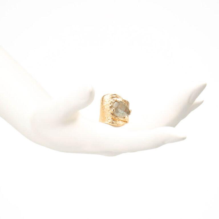 Anello argento placcato abbraccio goccia quarzo fumè 2