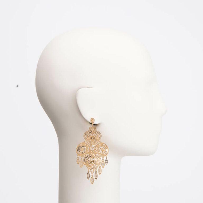 Orecchino chandelier arabesco colore oro 3