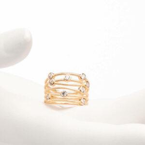 Anello a fascette oro intrecciate con zirconi bianchi 1