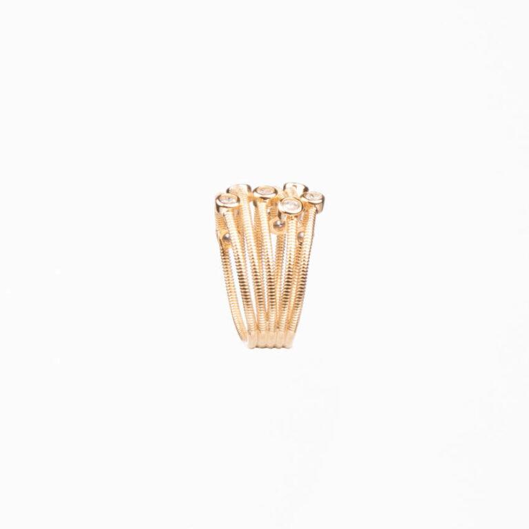 Anello a fascette oro intrecciate con zirconi bianchi 4