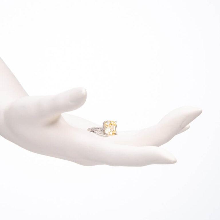 Anello modello solitario pietra centrale giallo canary 2