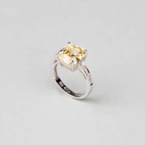 Anello modello solitario pietra centrale giallo canary 6