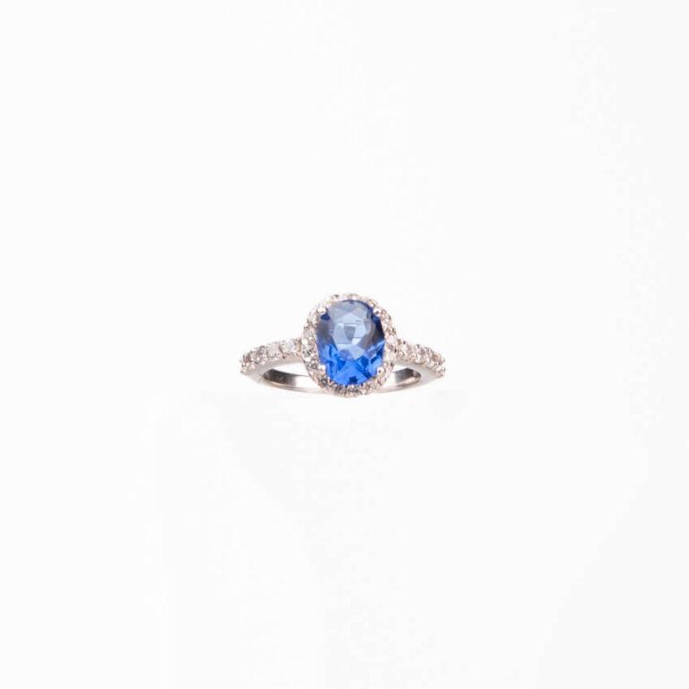 Anello pietra centrale taglio ovale blu zaffiro 3