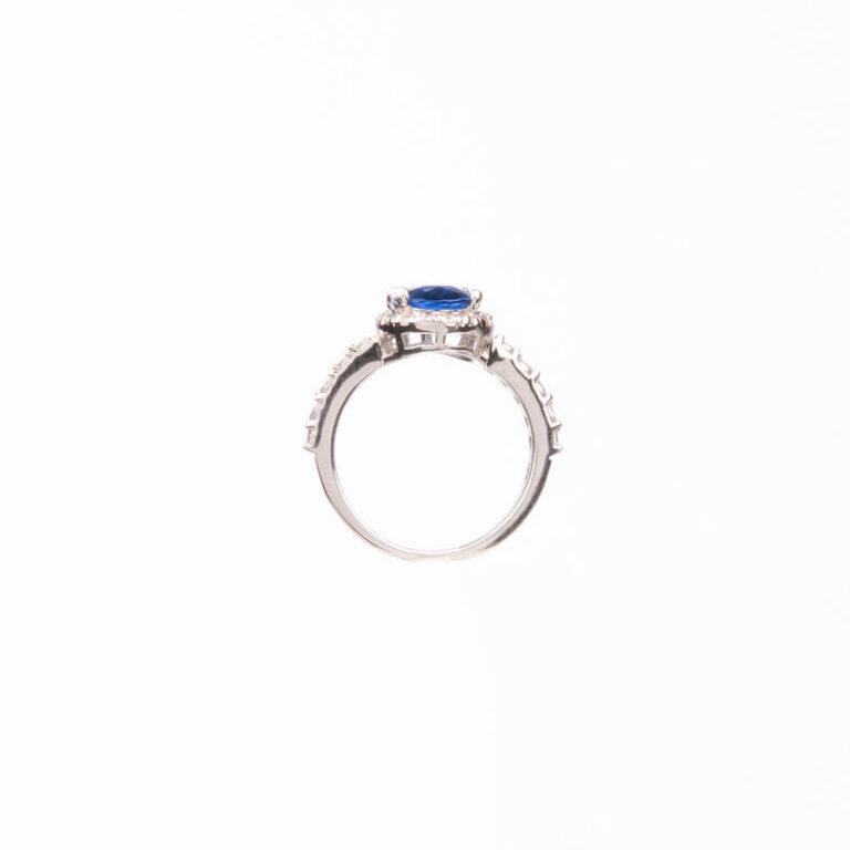Anello pietra centrale taglio ovale blu zaffiro 5