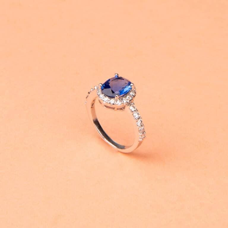 Anello pietra centrale taglio ovale blu zaffiro 6