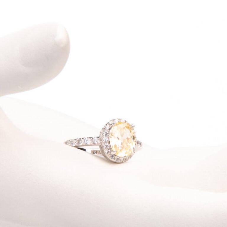 Anello pietra centrale taglio ovale giallo canary 1