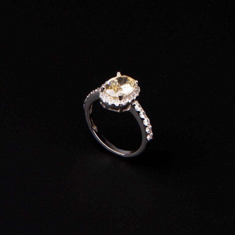 Anello pietra centrale taglio ovale giallo canary 6
