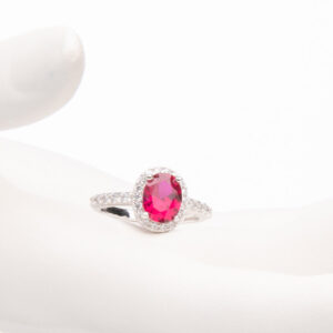 Anello pietra centrale taglio ovale rosso rubino 1