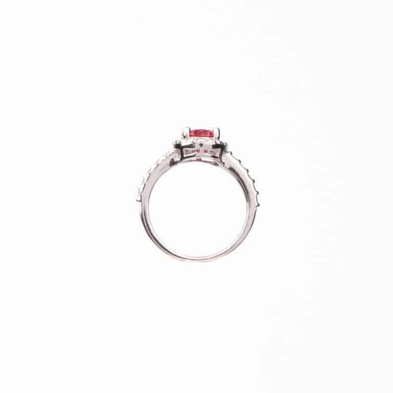 Anello pietra centrale taglio ovale rosso rubino 5