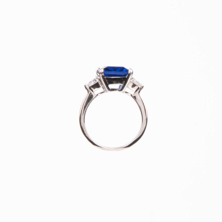 Anello pietra centrale taglio rettangolare blu zaffiro 3