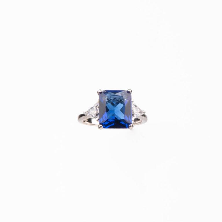Anello pietra centrale taglio rettangolare blu zaffiro 5