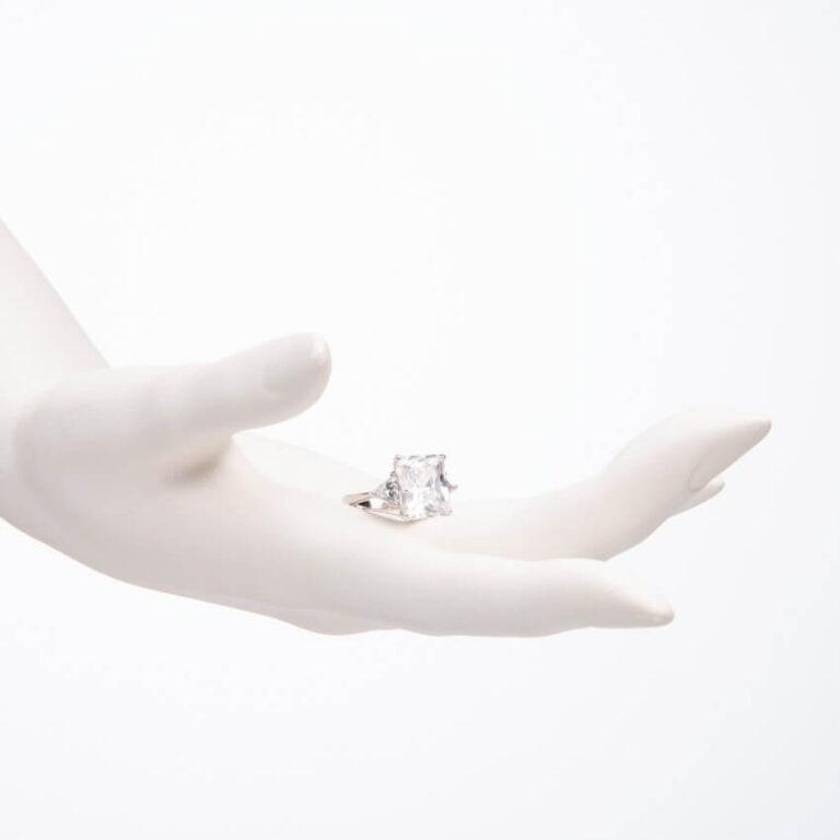 Anello pietra centrale taglio rettangolare crystal 2