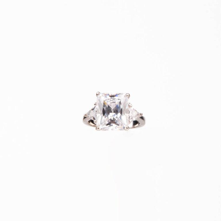 Anello pietra centrale taglio rettangolare crystal 3