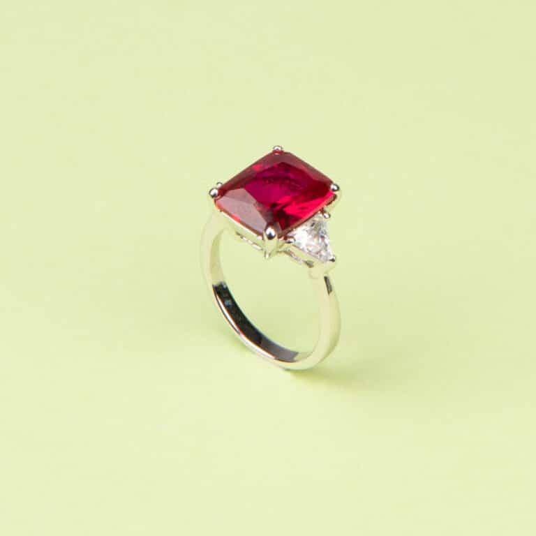 Anello pietra centrale taglio rettangolare rosso rubino 6