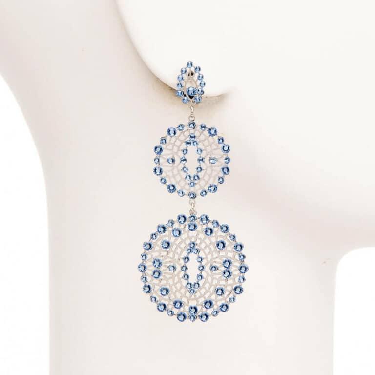 Orecchini cerchi ricamo cristalli azzurri