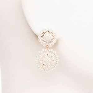 Orecchini perno cerchi avorio merletto perle cristalli