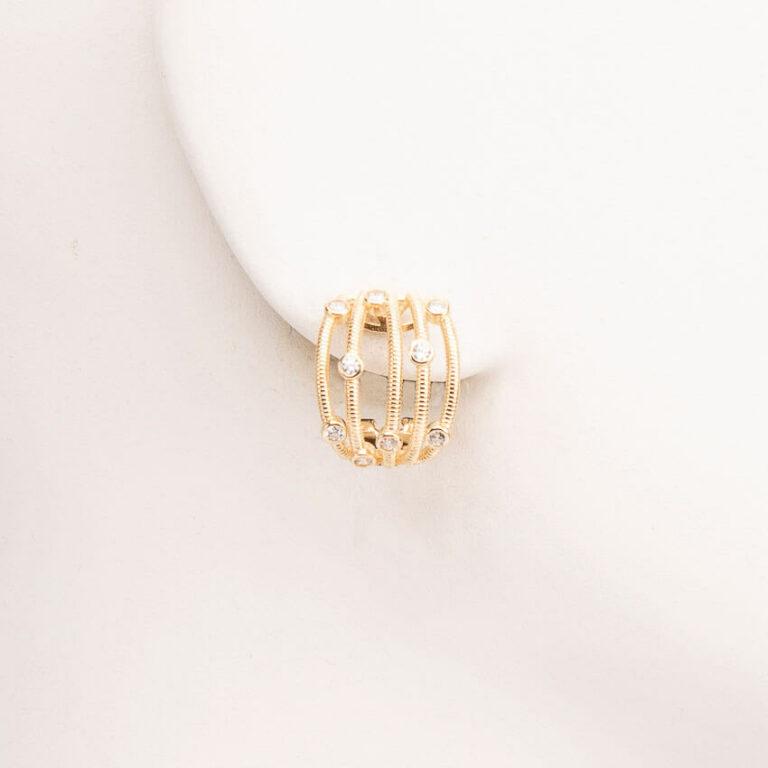 Orecchini perno fascette oro intrecciate zirconi